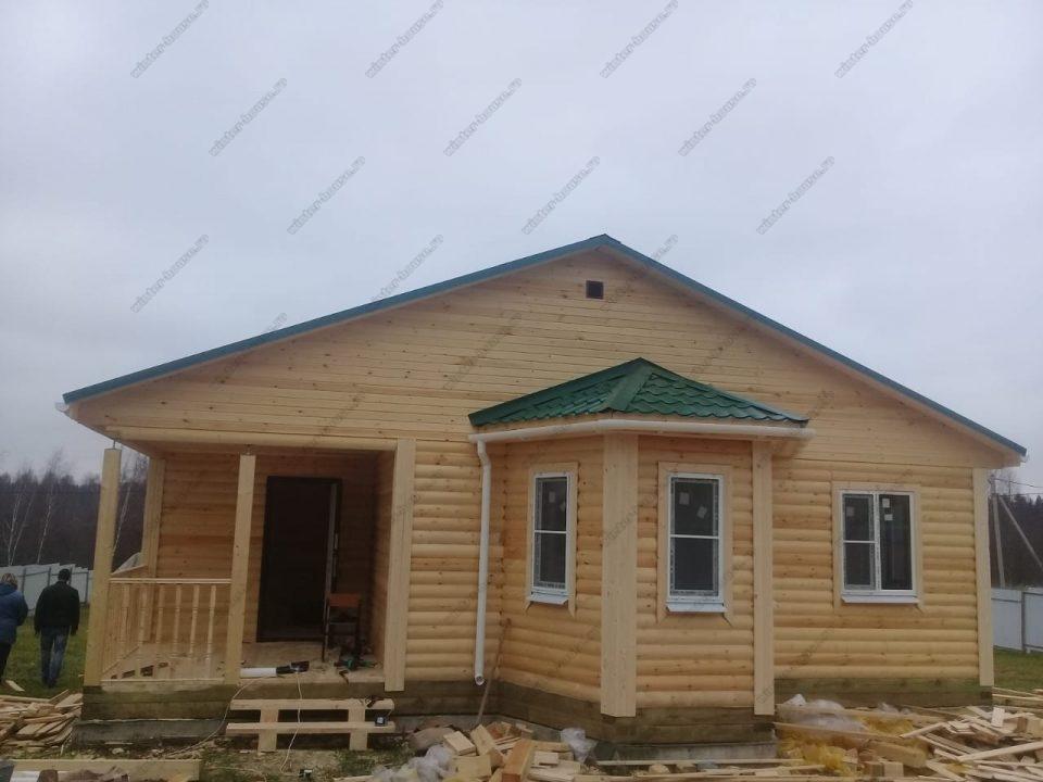 Фото деревянного одноэтажного дома с террасой