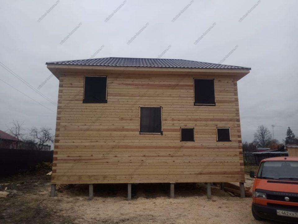 Фото построенного деревянного дома под усадку