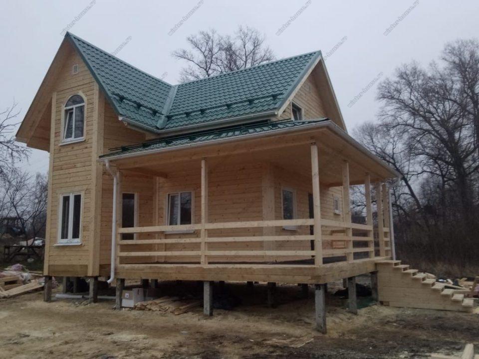 Фото и планировка дома для проживания с террасой и эркером