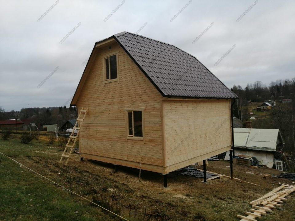 Проект щитового дома с полувальмовой крышей