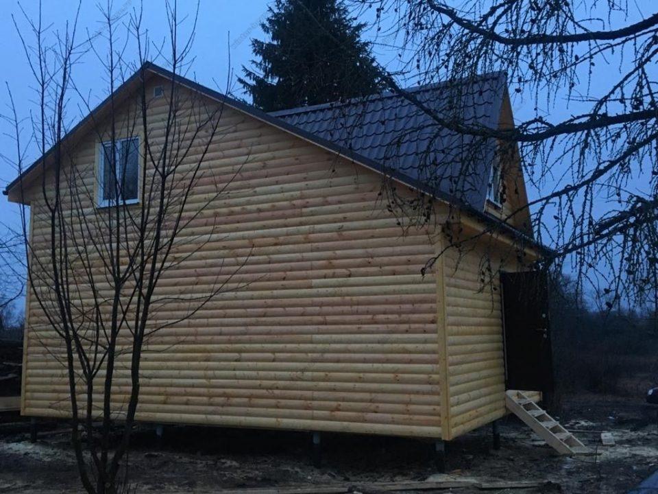 Построен недорогой каркасный домик 6х8