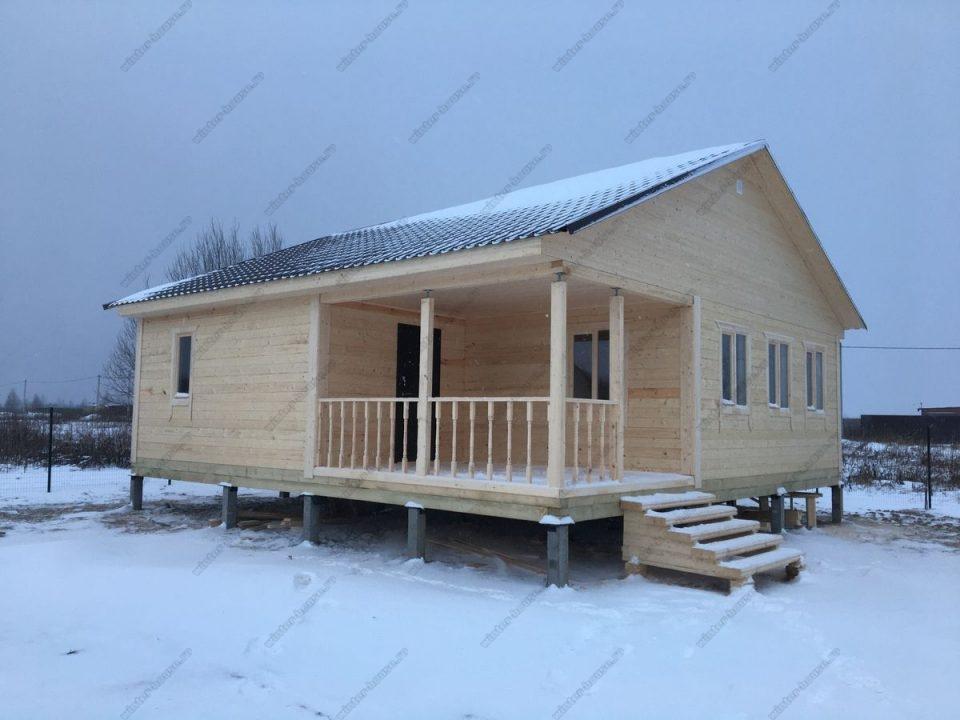 Проект одноэтажного дома с витражными окнами из бруса