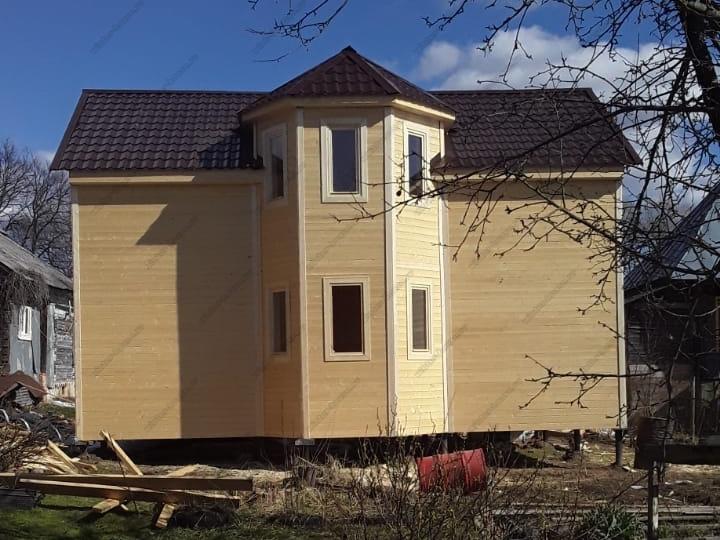 Двухэтажный каркасный дом 8х9 с эркером фото и цена