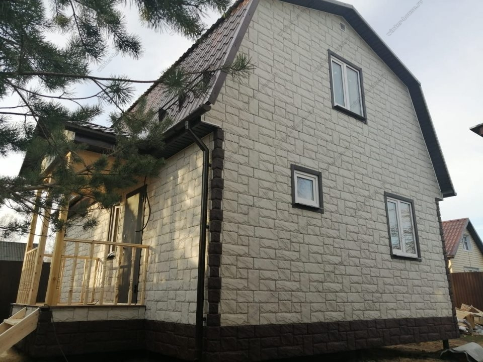 Фото загородного коттеджа под ключ с фасадными панелями