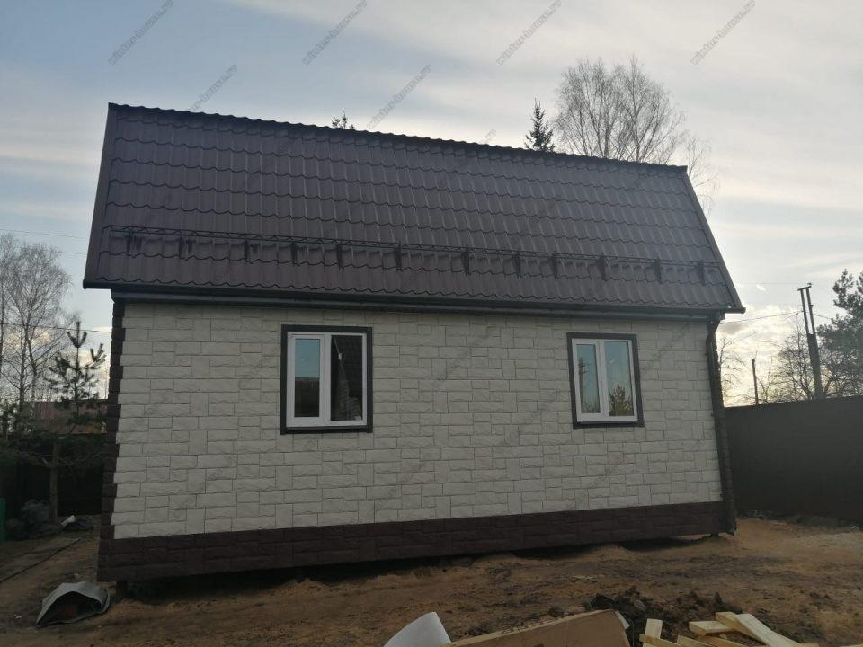 Фото каркасно-щитового дома с кровлей из металлочерепицы