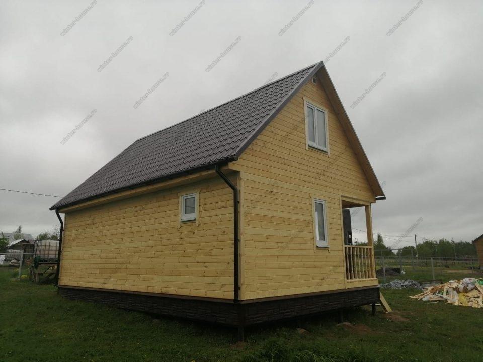 Фото каркасного дома с металлочерепицей и водосточной системой
