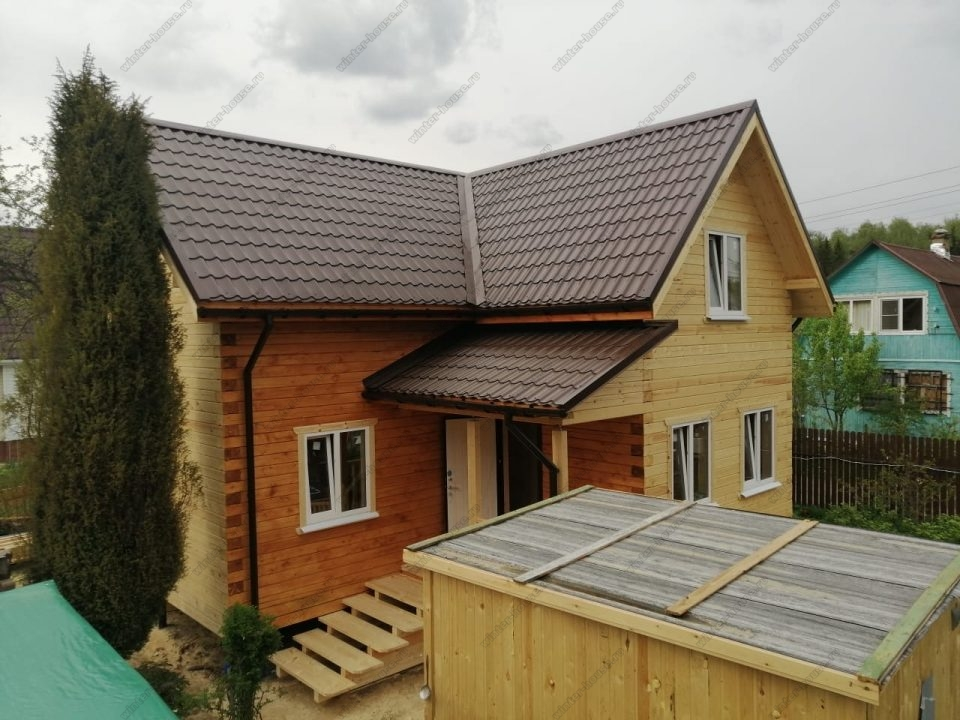 Деревянный жилой коттедж 8 на 8 из бруса