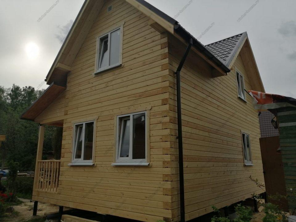 Двухэтажный проект жилого коттеджа 8 на 8 с террасой