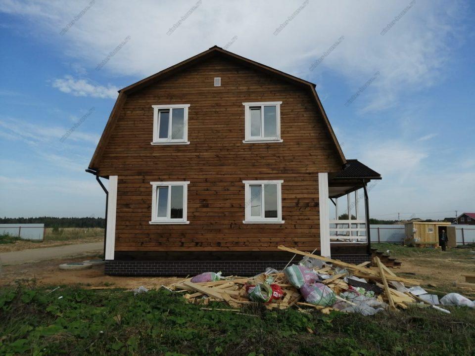 Фото брусового дома с мансардой и террасой